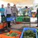 Στη λαϊκή αγορά Δερύνειας ο Υπουργός Γεωργίας