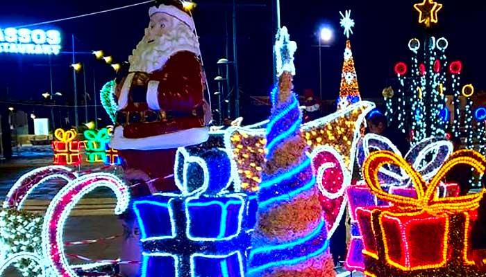 Πρωτότυπη Χριστουγεννιάτικη Θαλασσινή Γειτονιά στην Αγία Νάπα